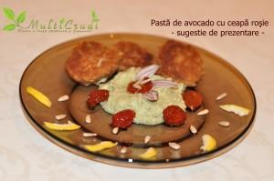 pasta de avocado cu ceapa rosie sugestie de prezentare