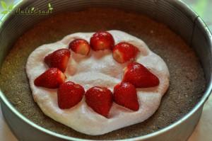 tort cu căpşuni, prune şi lapte de cocos
